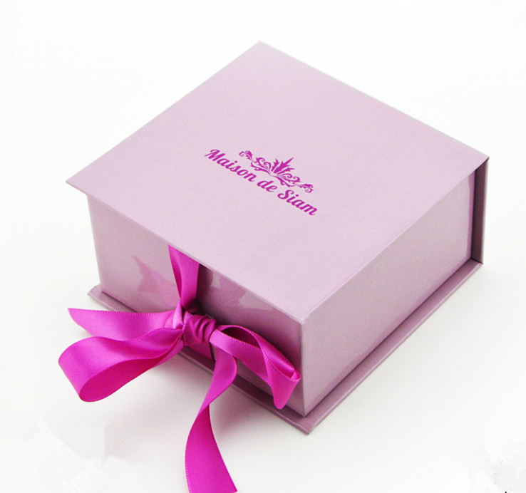 High Quality Wrapping Gift Box With Ribbon